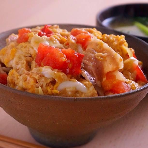 ข้าวหน้าหมูมะเขือเทศ Butadon Tomato